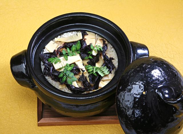 十六島海苔とたけのこの炊込みご飯です!